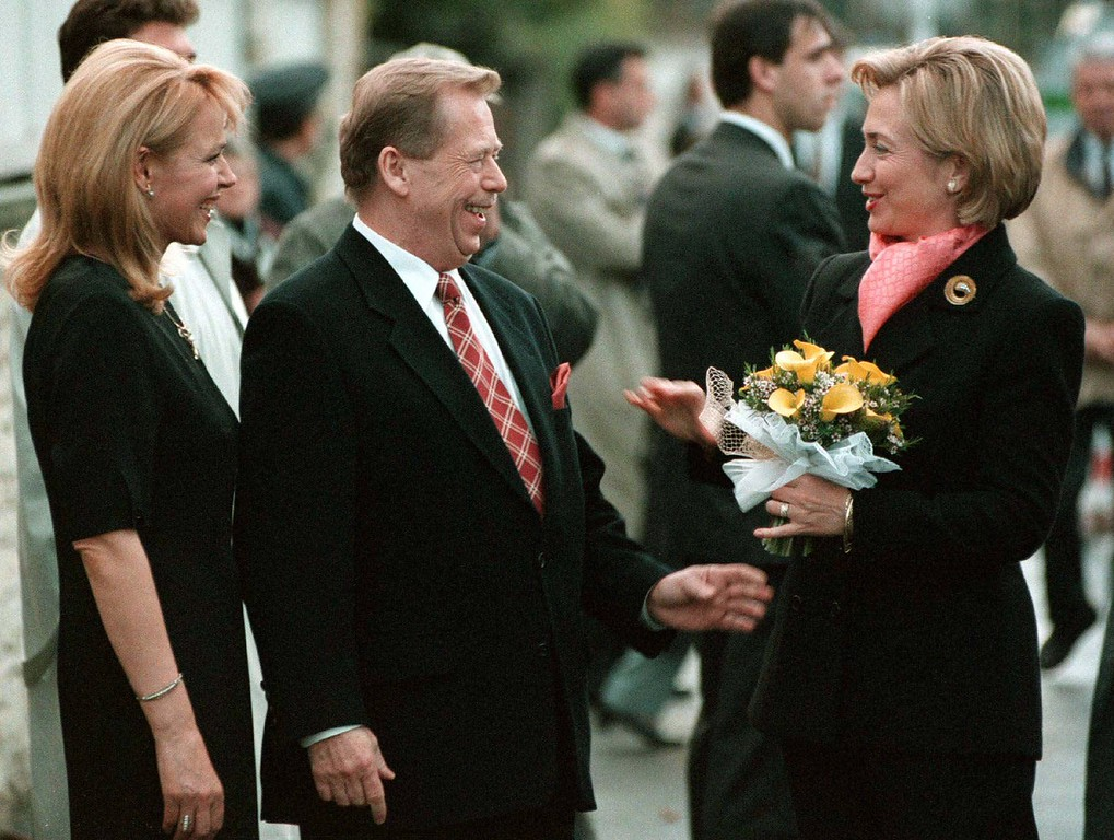 . U.S. first lady Hillary Rodham Clinton, right, holds flowers she received from Czech President Vaclav Havel, centre, as he and his wife Dagmar, left, greeted the first lady in front of the Havels\' private residence in Prague before their meeting on Monday, Oct. 12, 1998.  (AP Photo/Michal Dolezal/CTK)