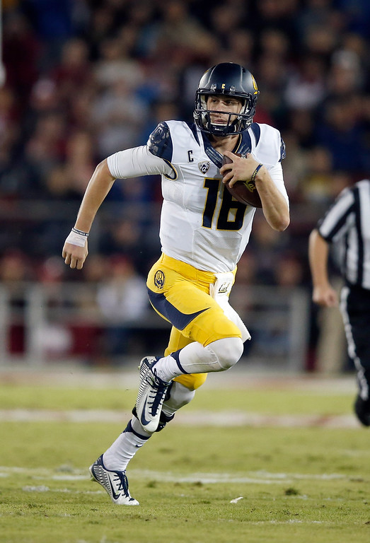 . Jared Goff #16 of the California Golden Bears in action against the Stanford Cardinal at Stanford Stadium on November 21, 2015 in Palo Alto, California.  The LA Rams are reportedly eyeing Goff as a possible No. 1 pick in the NFL Draft. (Photo by Ezra Shaw/Getty Images)