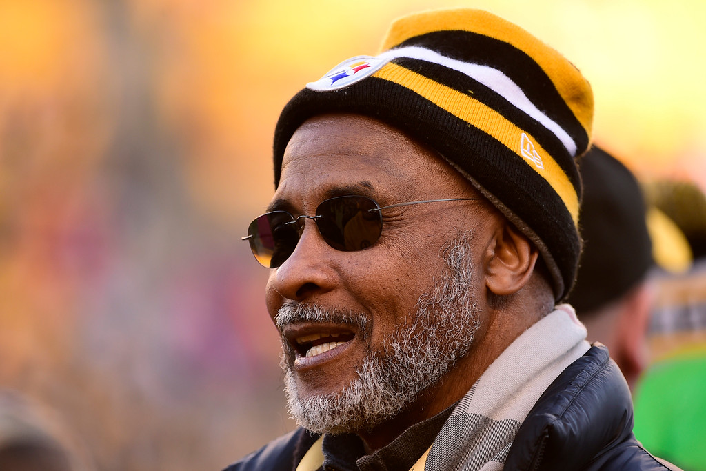 . Former Pittsburgh Steelers wide receiver Lynn Swann before an NFL football game against the Denver Broncos in Pittsburgh, Sunday, Dec., 20, 2015. Swann was named USC�s athletic director on Wednesday, April 13, 2016.  (AP Photo/Fred Vuich)