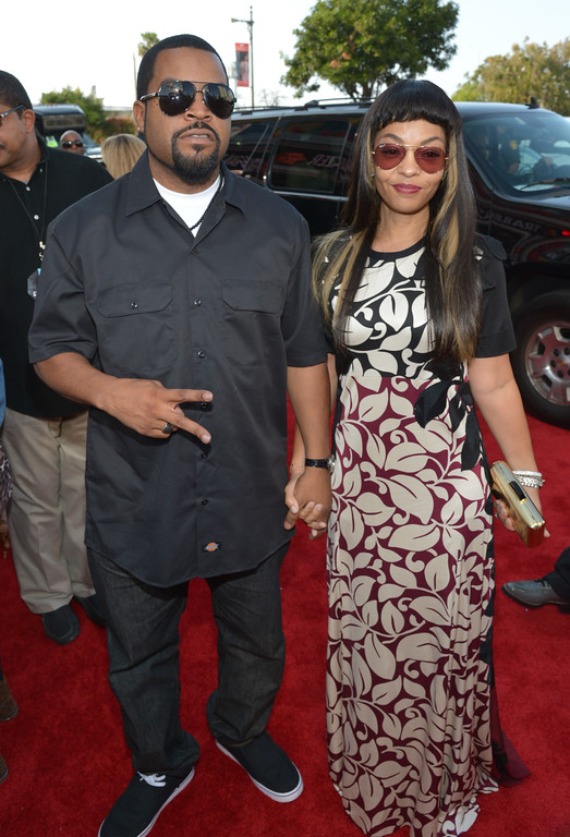 . Ice Cube, left, and Kimberly Woodruff arrive at the 2014 MTV Movie Awards, on Sunday, April 13, 2014 in Los Angeles. (Photo by John Shearer/Invision for MTV/AP Images)