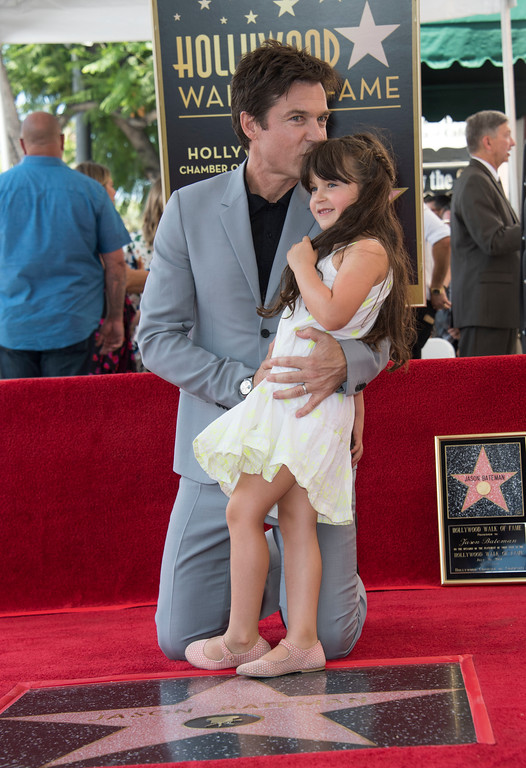 . Actor Jason Bateman (L) and daughter Maple Sylvie attend Jason Bateman\'s star unveiling ceremony on the Hollywood Walk of Fame, July 26, 2017 in Hollywood, California. / AFP PHOTO / VALERIE MACON        (Photo credit should read VALERIE MACON/AFP/Getty Images)