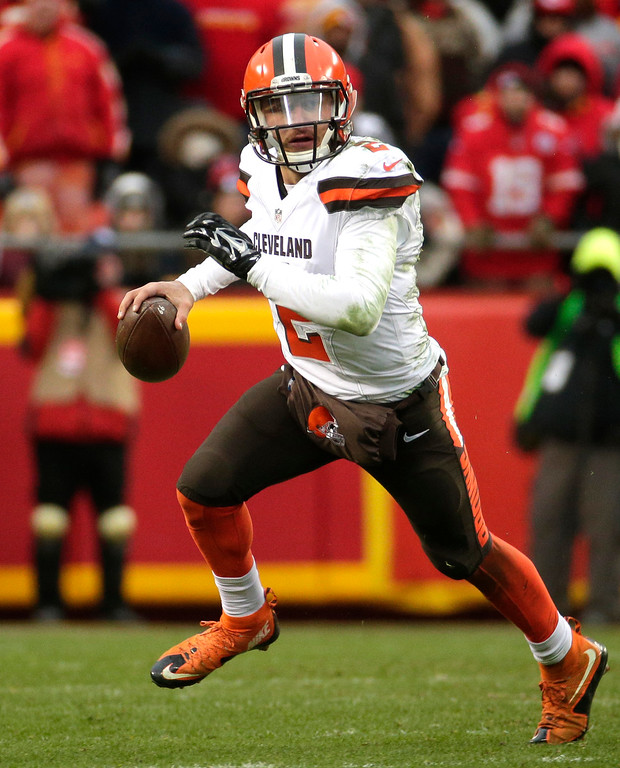 . Cleveland Browns quarterback Johnny Manziel (2) scrambles with the ball during the second half of an NFL football game against the Kansas City Chiefs in Kansas City, Mo., Sunday, Dec. 27, 2015. (AP Photo/Charlie Riedel)