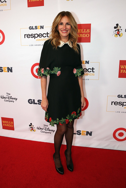 . BEVERLY HILLS, CA - OCTOBER 21:  Honorary Co-Chair Julia Roberts, wearing Gucci dress and Calzedonia stockings, attends the 2016 GLSEN Respect Awards - Los Angeles at the Beverly Wilshire Four Seasons Hotel on October 21, 2016 in Beverly Hills, California.  (Photo by Jonathan Leibson/Getty Images for GLSEN)