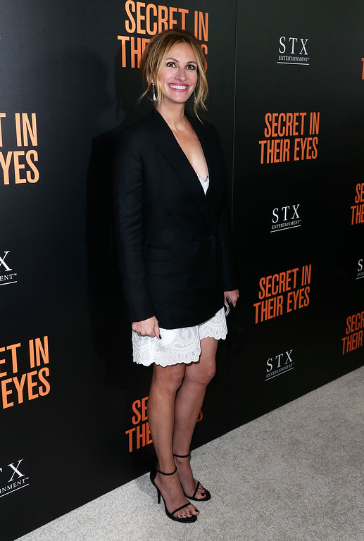 ". WESTWOOD, CA - NOVEMBER 11:  Actress Julia Roberts attends the Premiere of STX Entertainment\'s ""Secret In Their Eyes\"" at the Hammer Museum on November 11, 2015 in Westwood, California.  (Photo by Frederick M. Brown/Getty Images)"