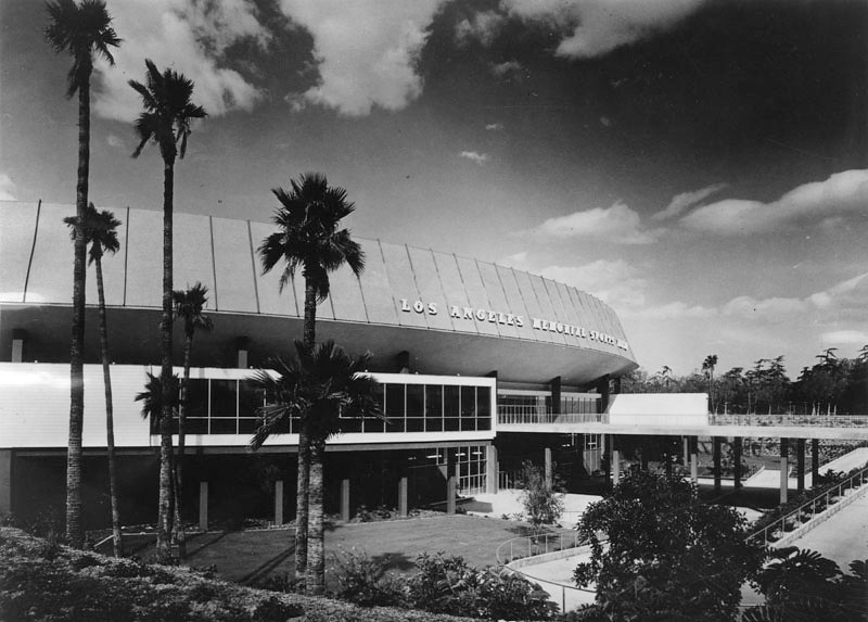 . Exterior of the Memorial Sport Arena. The Sports Arena was designed by Welton Becket and Associates.  (1989: Photo courtesy Los Angeles Public Library)