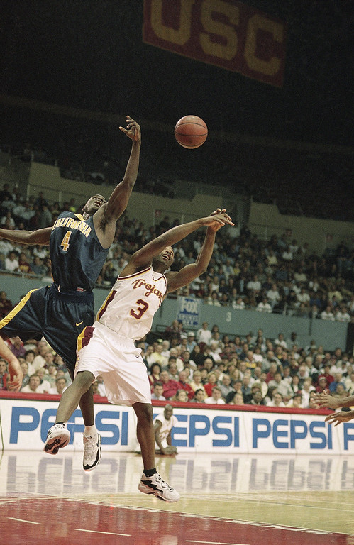 . California\'s Alfred Grigsby, left, and University of Southern California\'s Gary Williams battle for a loose ball during first-half action, Feb. 8, 1997 at the Los Angeles Sports Arena. (AP Photo/Chris Pizzello)