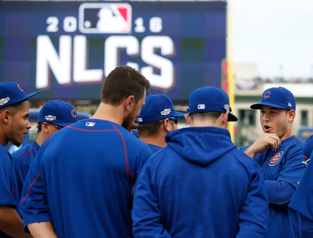 . Chicago Cubs\' Anthony Rizzo, right, talks to his teammates during batting practice before Game 1 of baseball\'s National League Championship Series against the Los Angeles Dodgers, Saturday, Oct. 15, 2016, in Chicago. (AP Photo/Nam Y. Huh)