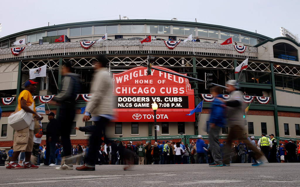 . Fans arrive at Wrigley Field before Game 1 of baseball\'s National League Championship Series between the Chicago Cubs and the Los Angeles Dodgers, Saturday, Oct. 15, 2016, in Chicago. (AP Photo/Nam Y. Huh)