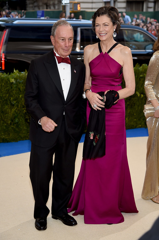 """. NEW YORK, NY - MAY 01:  Michael Bloomberg and Diana Taylor attend the \""""Rei Kawakubo/Comme des Garcons: Art Of The In-Between\"""" Costume Institute Gala at Metropolitan Museum of Art on May 1, 2017 in New York City.  (Photo by Dimitrios Kambouris/Getty Images)"""