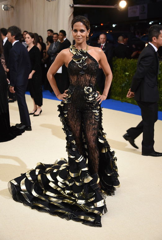 . Halle Berry attends The Metropolitan Museum of Art\'s Costume Institute benefit gala celebrating the opening of the Rei Kawakubo/Comme des Garçons: Art of the In-Between exhibition on Monday, May 1, 2017, in New York. (Photo by Evan Agostini/Invision/AP)