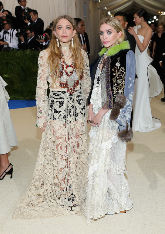 """. NEW YORK, NY - MAY 01:  Mary-Kate Olsen (L) and Ashley Olsen attend the \""""Rei Kawakubo/Comme des Garcons: Art Of The In-Between\"""" Costume Institute Gala at Metropolitan Museum of Art on May 1, 2017 in New York City.  (Photo by Neilson Barnard/Getty Images)"""