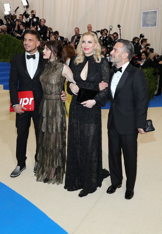 """. NEW YORK, NY - MAY 01:  (L-R) Char Defrancesco, Frances Bean Cobain, Courtney Love and Marc Jacobs attend the \""""Rei Kawakubo/Comme des Garcons: Art Of The In-Between\"""" Costume Institute Gala at Metropolitan Museum of Art on May 1, 2017 in New York City.  (Photo by Neilson Barnard/Getty Images)"""