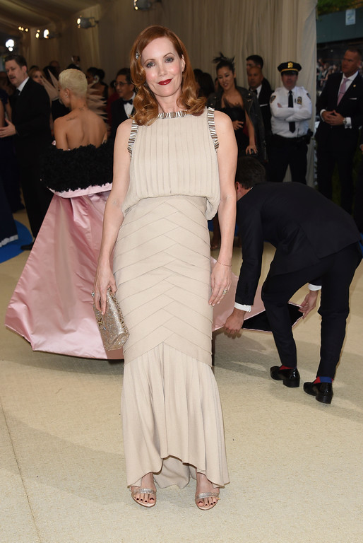 . Leslie Mann attends The Metropolitan Museum of Art\'s Costume Institute benefit gala celebrating the opening of the Rei Kawakubo/Comme des Garçons: Art of the In-Between exhibition on Monday, May 1, 2017, in New York. (Photo by Evan Agostini/Invision/AP)