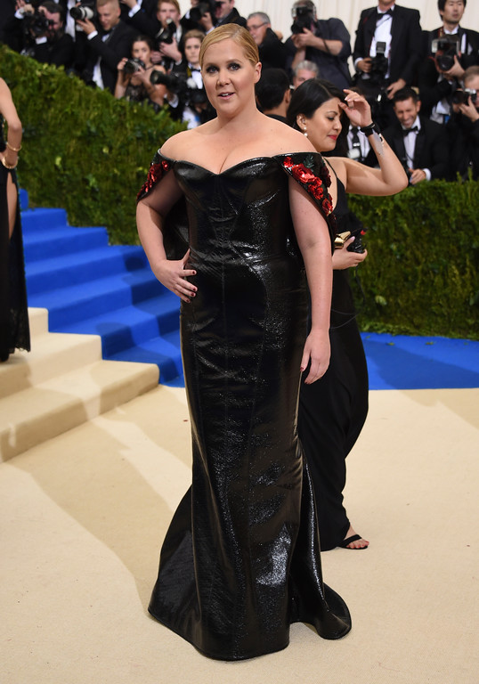 . Amy Schumer attends The Metropolitan Museum of Art\'s Costume Institute benefit gala celebrating the opening of the Rei Kawakubo/Comme des Garçons: Art of the In-Between exhibition on Monday, May 1, 2017, in New York. (Photo by Evan Agostini/Invision/AP)