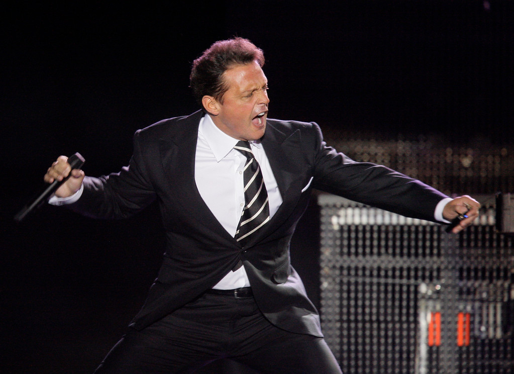 ". Mexican singer Luis Miguel performs during concert at  the ""Defensores del Chaco\"" stadium in Asuncion, Paraguay, Saturday, Nov. 6, 2010. (AP Photo/Jorge Saenz)"