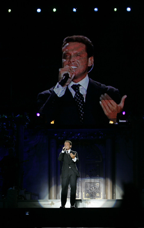 ". Mexican singer Luis Miguel performs during a concert at Velez Sarsfield stadium in Buenos Aires, Argentina, Thursday  Nov. 10,  2005. Luis Miguel is in Argentina to present his last album ""Mexico en la piel\"". (AP Photo/Natacha Pisarenko)"