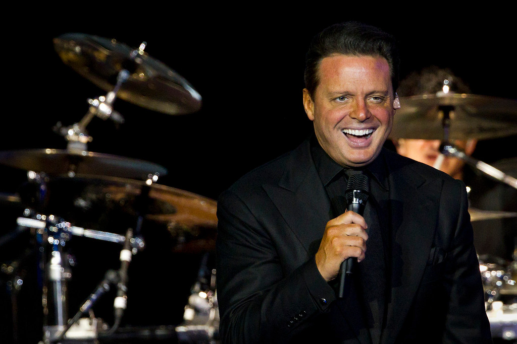 . Mexican singer Luis Miguel performs during a concert in Rio de Janeiro, Brazil, Sunday March 11, 2012. Authorities say Mexican singer Luis Miguel is in custody after he surrendered to U.S. marshals Tuesday, May 2, 2017, in a case involving a dispute with his former manager. (AP Photo/Felipe Dana)