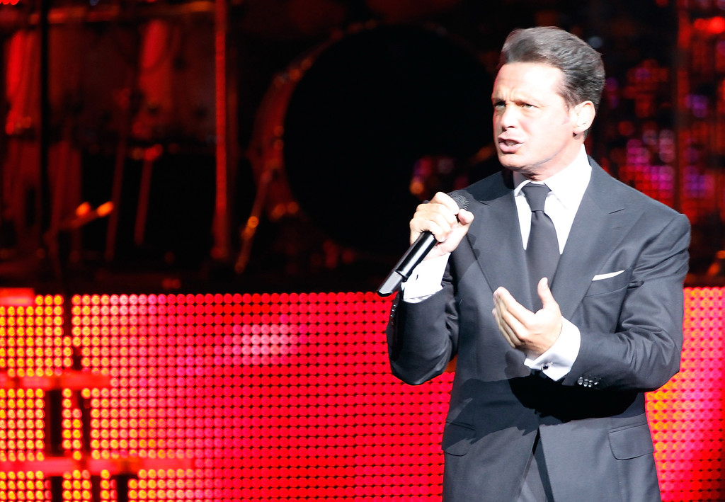. LAS VEGAS - SEPTEMBER 12:  Singer Luis Miguel performs at The Colosseum at Caesars Palace on September 12, 2009 in Las Vegas, Nevada.  (Photo by Steven Lawton/Getty Images)