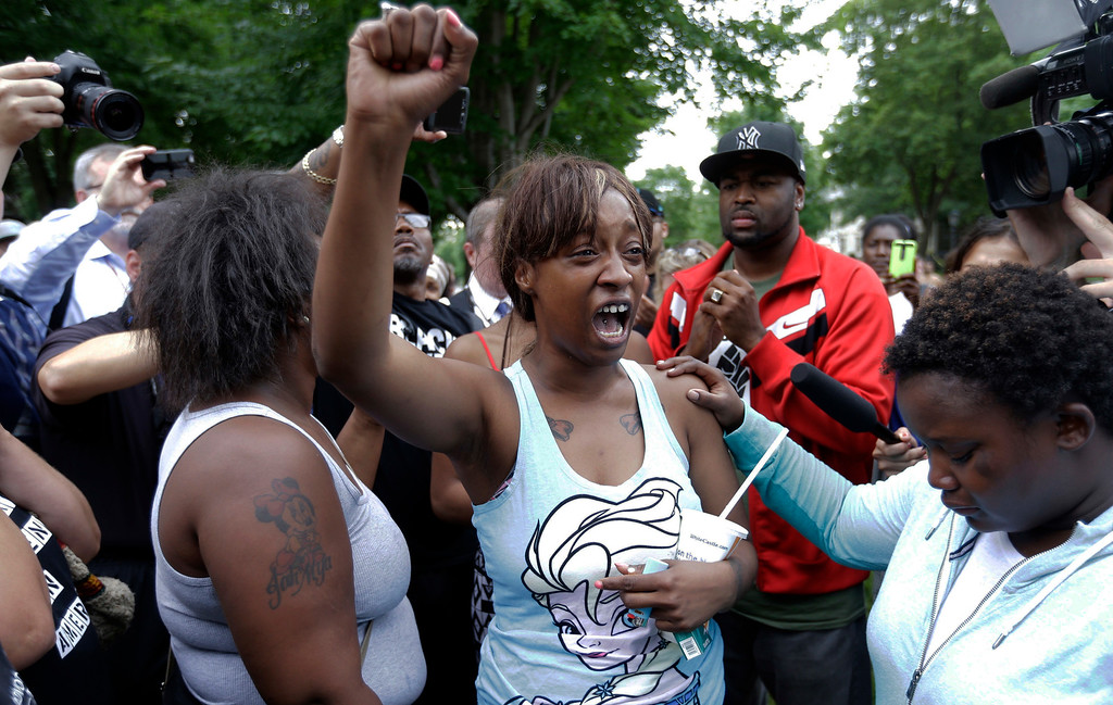 . Diamond Reynolds, the girlfriend of Philando Castile, talks about his shooting death with protesters and media outside the governor\'s residence on Thursday, July 7, 2016 in St. Paul, Minn. Castile was shot and killed after a traffic stop by St. Anthony police in Falcon Heights, Minn., Wednesday night. A video shot by Reynolds of the shooting went viral.  (AP Photo/Jim Mone)