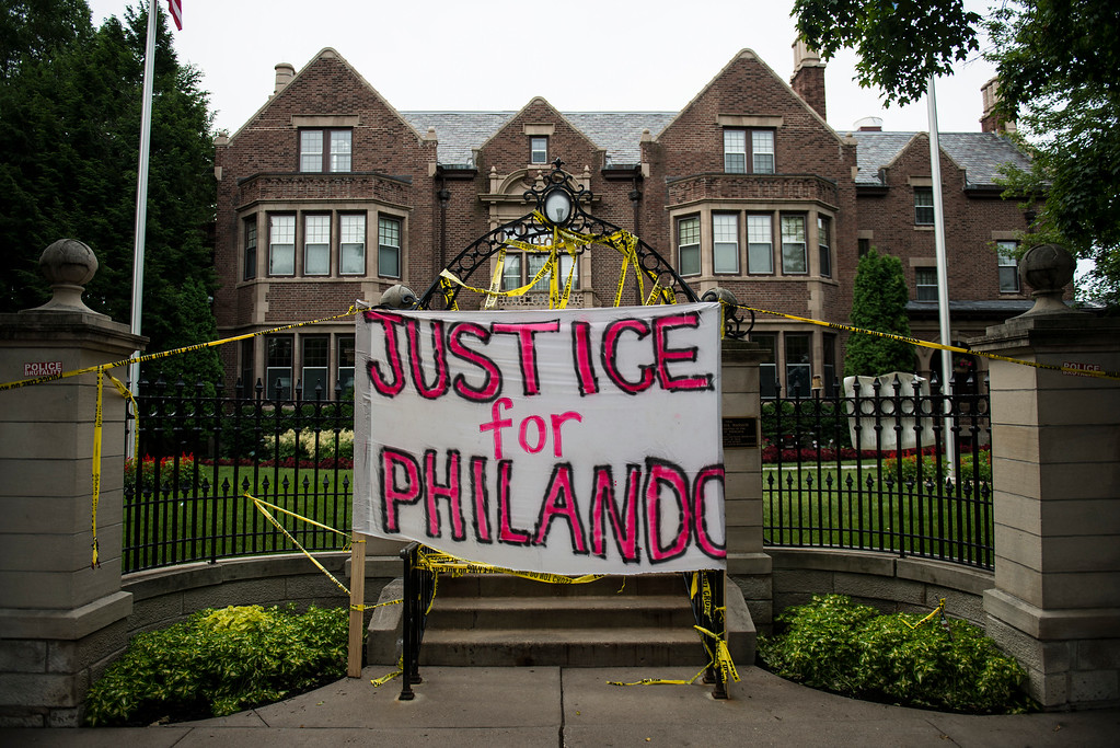 """. ST. PAUL, MN - JULY 07: A sign reading, \""""Justice for Philando,\"""" and police tape are draped over the entrance of the Governor\'s Mansion following the police shooting death of a black man on July 7, 2016 in St. Paul, Minnesota. Philando Castile was shot and killed last night, July 6, 2016, by a police officer in Falcon Heights, MN. (Photo by Stephen Maturen/Getty Images)"""