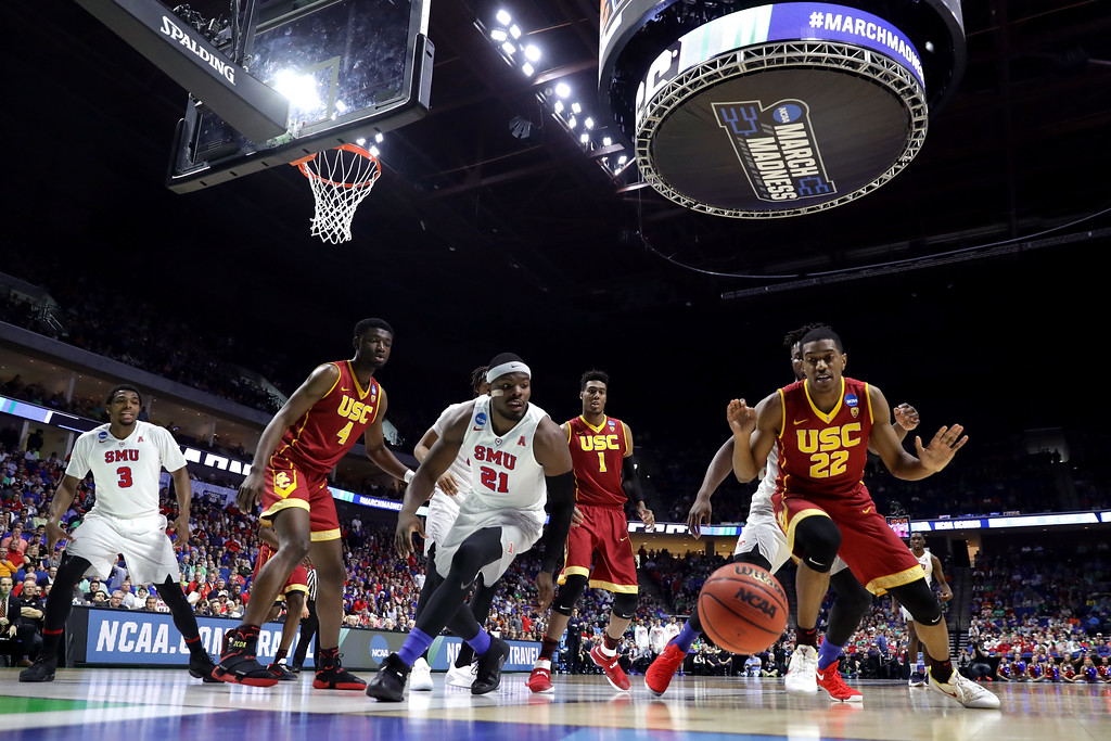 . TULSA, OK - MARCH 17: Ben Emelogu II #21 of the Southern Methodist Mustangs and De\'Anthony Melton #22 of the USC Trojans compete for a loose ball during the first round of the 2017 NCAA Men\'s Basketball Tournament at BOK Center on March 17, 2017 in Tulsa, Oklahoma.  (Photo by Ronald Martinez/Getty Images)