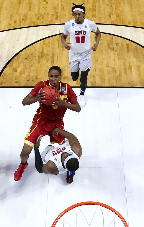 . TULSA, OK - MARCH 17: Shaqquan Aaron #0 of the USC Trojans drives against Ben Emelogu II #21 of the Southern Methodist Mustangs in the first half during the first round of the 2017 NCAA Men\'s Basketball Tournament at BOK Center on March 17, 2017 in Tulsa, Oklahoma.  (Photo by Ronald Martinez/Getty Images)