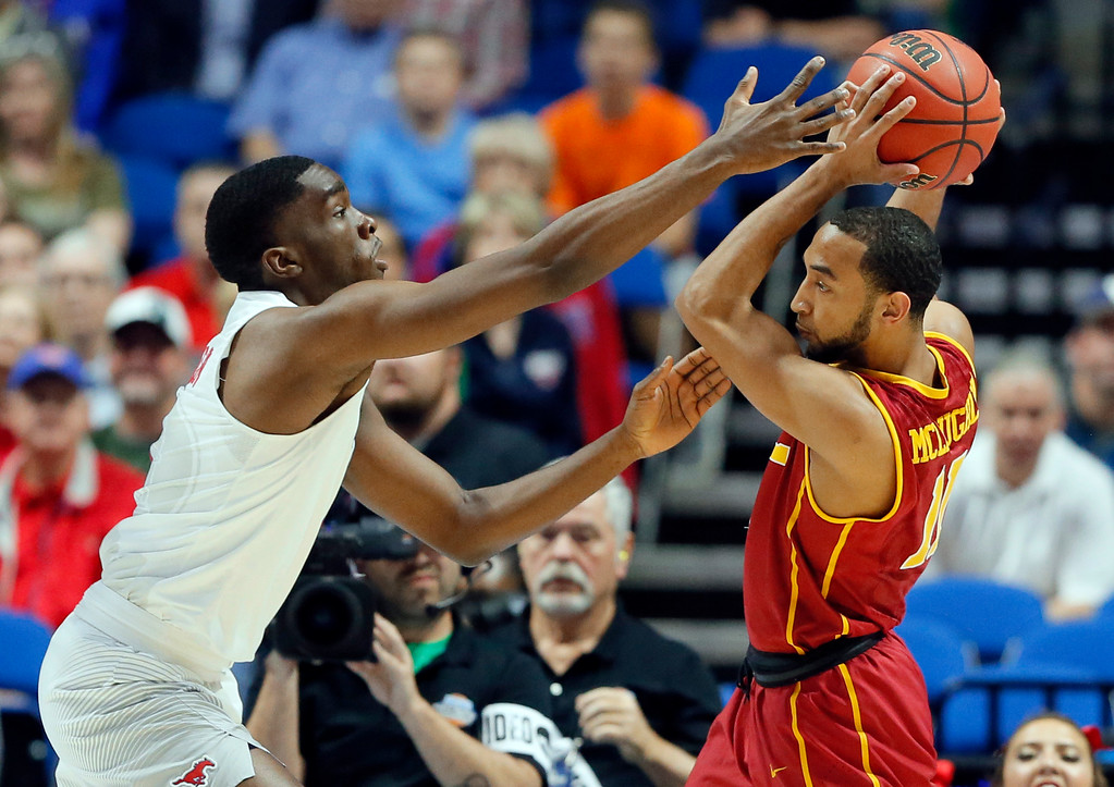 . SMU\'s Shake Milton, left, defends as USC\'s Jordan McLaughlin prepares to make a pass in the first half of a first-round game in the men\'s NCAA college basketball tournament in Tulsa, Okla., Friday March 17, 2017. (AP Photo/Tony Gutierrez)