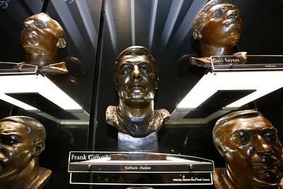 NFL legend Frank Gifford dies at 84