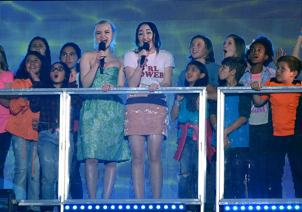 . Dove Cameron, left, and Noah Cyrus introduce a performance by Little Mix at the Kids\' Choice Awards at the Galen Center on Saturday, March 11, 2017, in Los Angeles. (Photo by Chris Pizzello/Invision/AP)