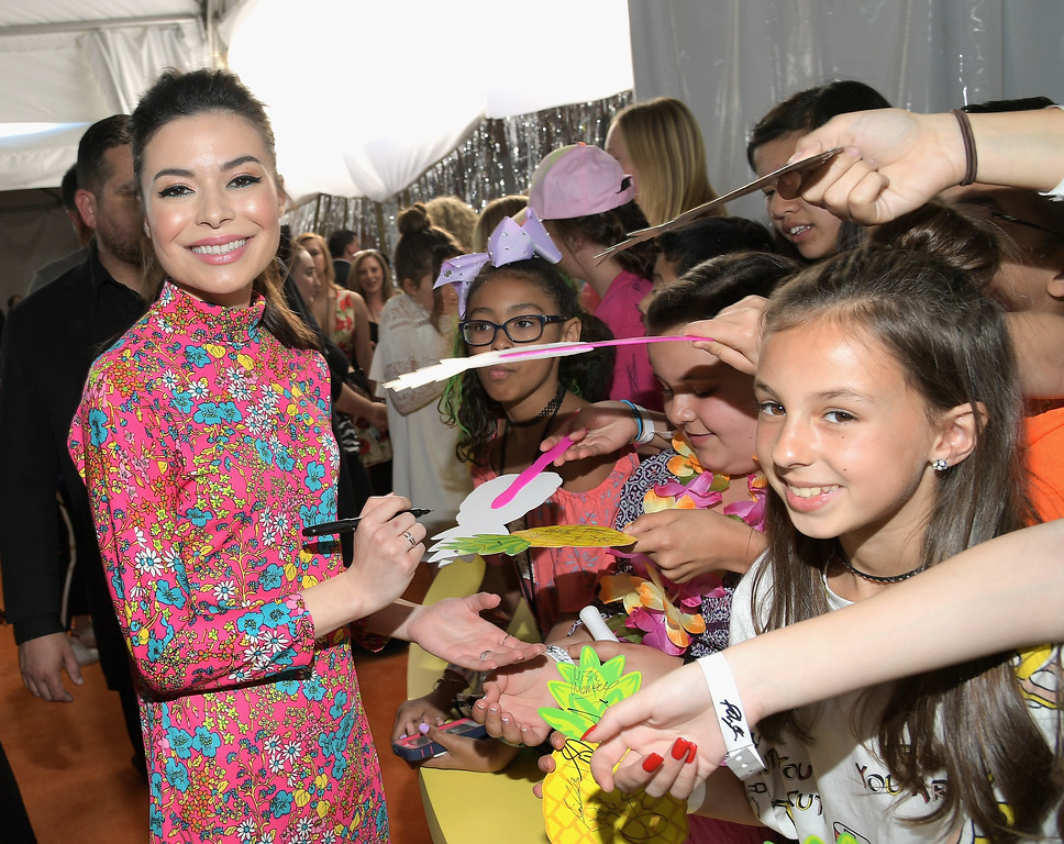 . LOS ANGELES, CA - MARCH 11: Actor Miranda Cosgrove at Nickelodeon\'s 2017 Kids\' Choice Awards at USC Galen Center on March 11, 2017 in Los Angeles, California.  (Photo by Charley Gallay/Getty Images)