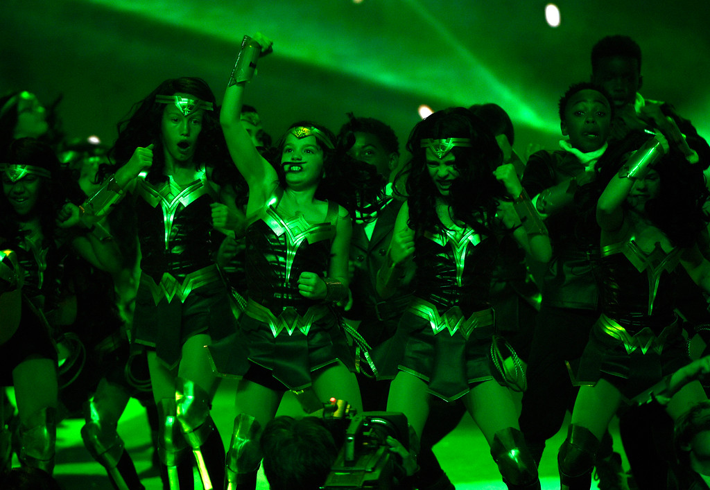 . Mini Wonder Women and Mini Aviators appear on stage at the Kids\' Choice Awards at the Galen Center on Saturday, March 11, 2017, in Los Angeles. (Photo by Chris Pizzello/Invision/AP)