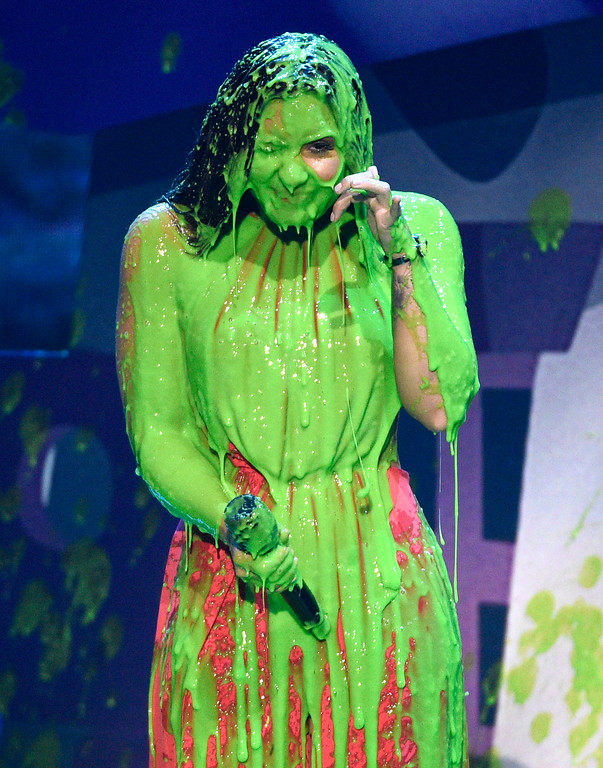 . Demi Lovato reacts after being slimed at the Kids\' Choice Awards at the Galen Center on Saturday, March 11, 2017, in Los Angeles. (Photo by Chris Pizzello/Invision/AP)