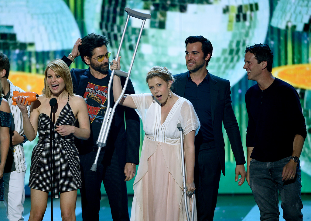 """. Candace Cameron-Bure, left, and the cast of \""""Fuller House\"""" accept the award for favorite family TV show at the Kids\' Choice Awards at the Galen Center on Saturday, March 11, 2017, in Los Angeles. (Photo by Chris Pizzello/Invision/AP)"""