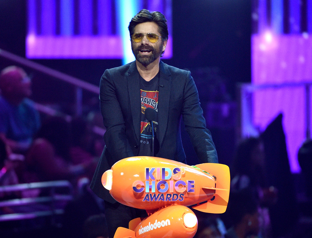 . John Stamos presents the award for favorite villain at the Kids\' Choice Awards at the Galen Center on Saturday, March 11, 2017, in Los Angeles. (Photo by Chris Pizzello/Invision/AP)