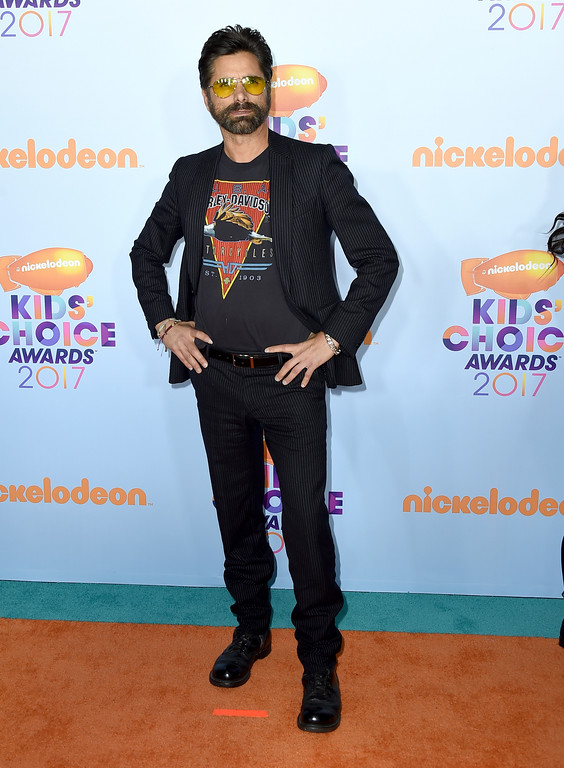 . John Stamos arrives at the Kids\' Choice Awards at the Galen Center on Saturday, March 11, 2017, in Los Angeles. (Photo by Jordan Strauss/Invision/AP)
