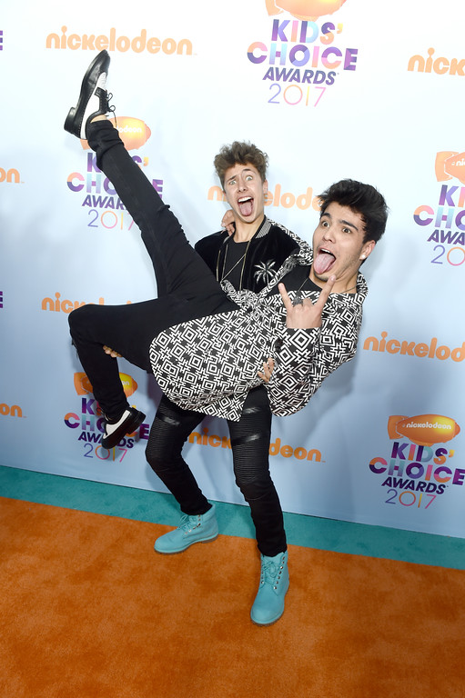 . LOS ANGELES, CA - MARCH 11: Internet personalities  Juanpa Zurita (L) and Sebastián Villalobos at Nickelodeon\'s 2017 Kids\' Choice Awards at USC Galen Center on March 11, 2017 in Los Angeles, California.  (Photo by Emma McIntyre/Getty Images)