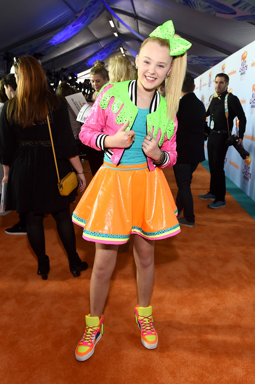 . LOS ANGELES, CA - MARCH 11:  Singer JoJo Siwa at Nickelodeon\'s 2017 Kids\' Choice Awards at USC Galen Center on March 11, 2017 in Los Angeles, California.  (Photo by Emma McIntyre/Getty Images)