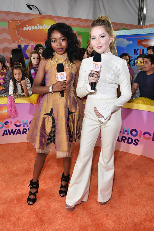 . LOS ANGELES, CA - MARCH 11:  Actor Riele Downs (L) and Actor Ella Anderson at Nickelodeon\'s 2017 Kids\' Choice Awards at USC Galen Center on March 11, 2017 in Los Angeles, California.  (Photo by Alberto E. Rodriguez/Getty Images)