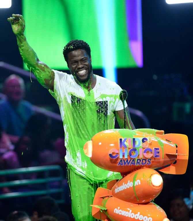 """. Kevin Hart reacts from being slimed after accepting the award for favorite villain for \""""The Secret Life of Pets\"""" at the Kids\' Choice Awards at the Galen Center on Saturday, March 11, 2017, in Los Angeles. (Photo by Chris Pizzello/Invision/AP)"""