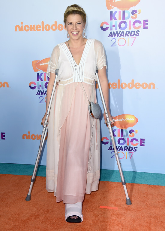 . Jodie Sweetin arrives at the Kids\' Choice Awards at the Galen Center on Saturday, March 11, 2017, in Los Angeles. (Photo by Jordan Strauss/Invision/AP)
