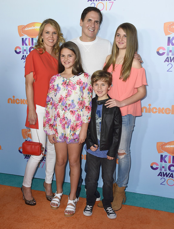 . Mark Cuban, center, and from left, Tiffany Stewart, and their children Alyssa Cuban, Alexis Sofia Cuban, and Jake Cuban arrive at the Kids\' Choice Awards at the Galen Center on Saturday, March 11, 2017, in Los Angeles. (Photo by Jordan Strauss/Invision/AP)