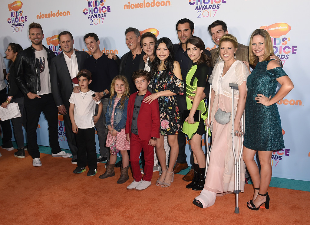 """. The cast of \""""Fuller House\"""" arrives at the Kids\' Choice Awards at the Galen Center on Saturday, March 11, 2017, in Los Angeles. (Photo by Jordan Strauss/Invision/AP)"""