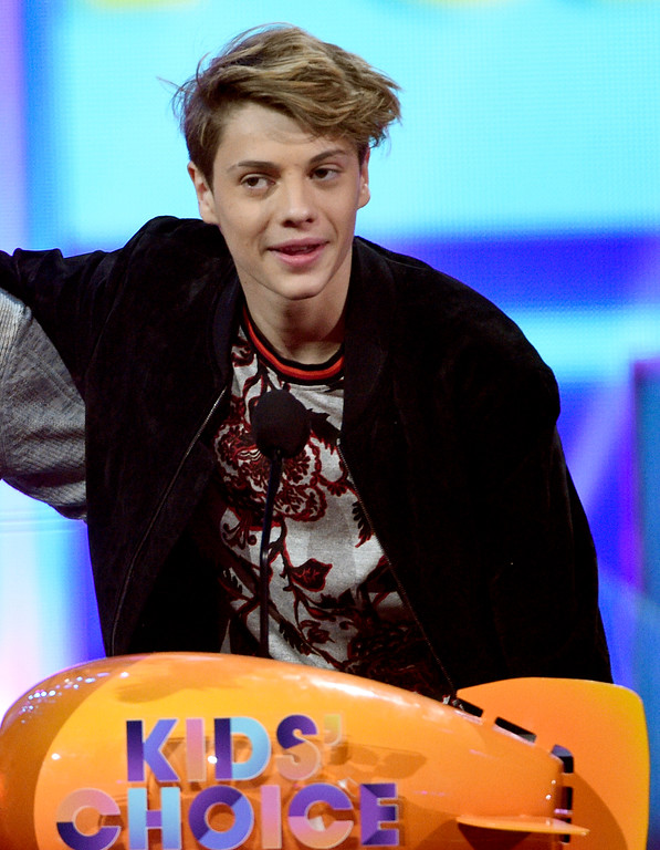 """. Jace Norman accepts the award for favorite kids TV show for \""""Henry Danger\"""" at the Kids\' Choice Awards at the Galen Center on Saturday, March 11, 2017, in Los Angeles. (Photo by Chris Pizzello/Invision/AP)"""
