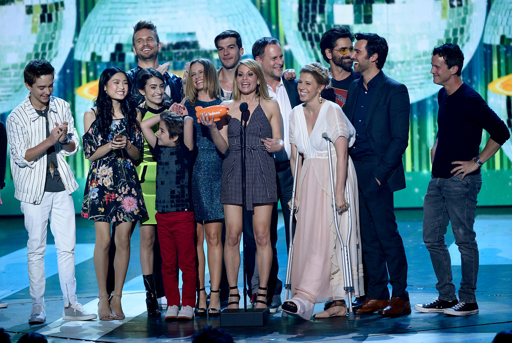 """. Candace Cameron-Bure, center, and the cast of \""""Fuller House\"""" accept the award for favorite family TV show at the Kids\' Choice Awards at the Galen Center on Saturday, March 11, 2017, in Los Angeles. (Photo by Chris Pizzello/Invision/AP)"""