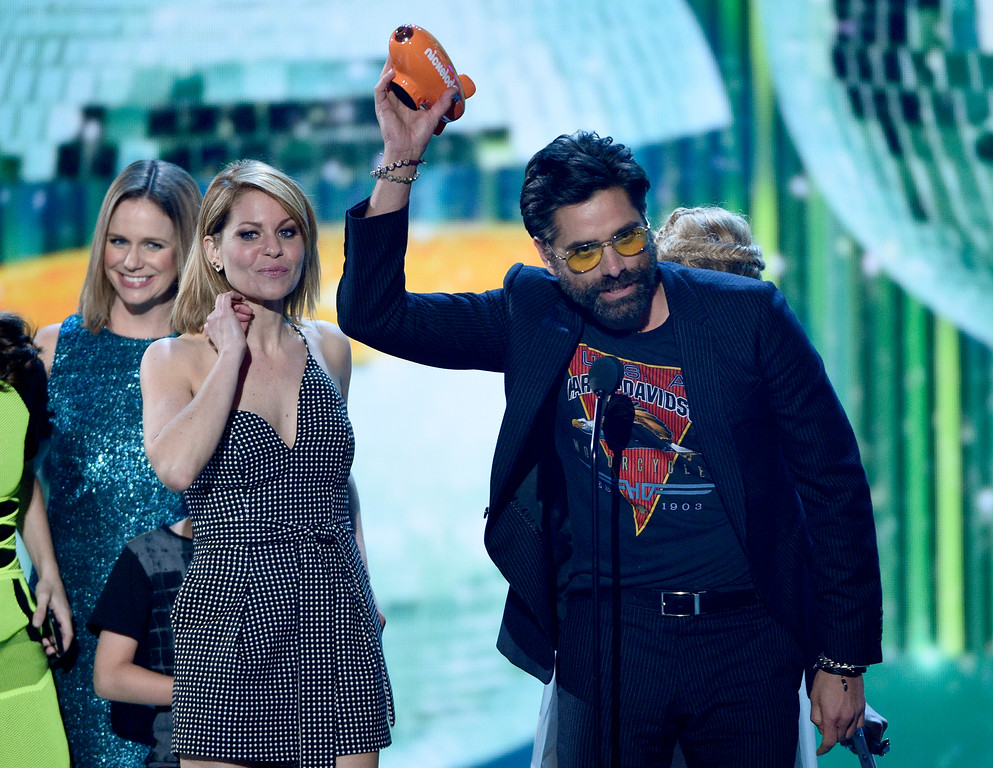""". Candace Cameron-Bure, left, and John Stamos and the cast of \""""Fuller House\"""" accept the award for favorite family TV show at the Kids\' Choice Awards at the Galen Center on Saturday, March 11, 2017, in Los Angeles. (Photo by Chris Pizzello/Invision/AP)"""
