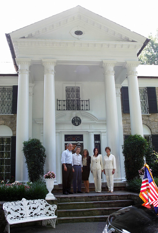 . Memphis, UNITED STATES:  Priscilla Presley (2nd r) and her daughter Lisa Marie Presley (c) greet US President George W. Bush (l), First Lady Laura Bush (R) and Prime Minister Junichiro Koizumi of Japan during a tour of Elvis Presley\'s Graceland Mansion 30 June, 2006, in Memphis, Tennessee.      (TIM SLOAN/AFP/Getty Images)