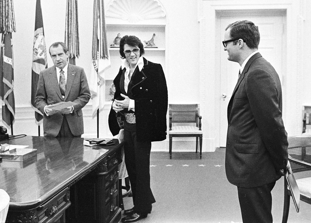 . 380450 15: President Richard Nixon meets with Elvis Presley December 21, 1970 at the White House. (Photo by National Archive/Newsmakers)