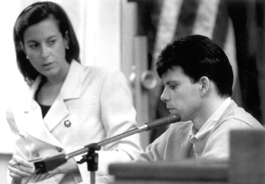 . Deputy District Attorney Pamela Bozanich cross-examines Lyle Menendez.  (9/24/93)  (L.A. Daily News file photo)