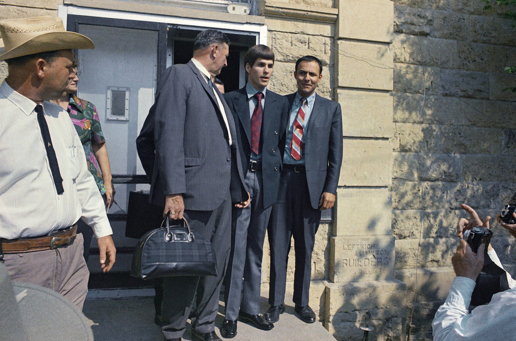 . Charles Tex Watson, co-defendant in the Manson case, center, is shown as he was extradited, Sept. 11, 1970, McKinney, Tex. Watson had successfully fought extradition to stand trial in Los Angeles for months. The rest of the group is unidentified. (AP Photo)
