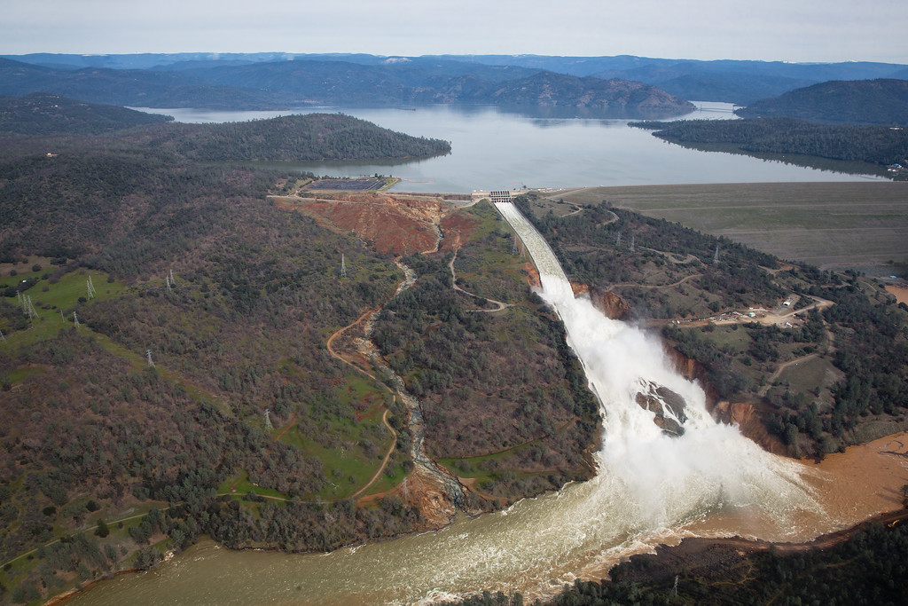. OROVILLE, CA - FEBRUARY 13: Oroville lake, the emergency spillway, and the damaged main spillway, are seen from the air on February 13, 2017 in Oroville, California. The erosion damage seen below the emergency spillway caused officials to issue evacuation orders yesterday to over 188,000 people in downstream areas. (Photo by Elijah Nouvelage/Getty Images)